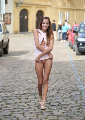 Nude Girls In Public and Hot Naked Women