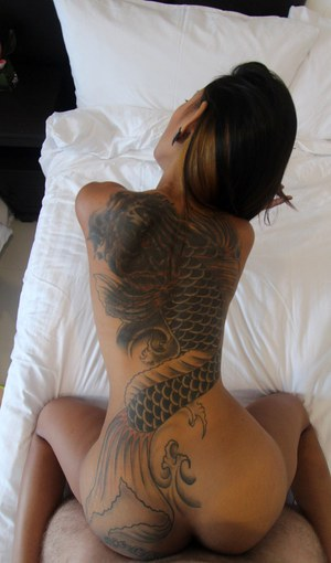 naked amateur tatoo girl