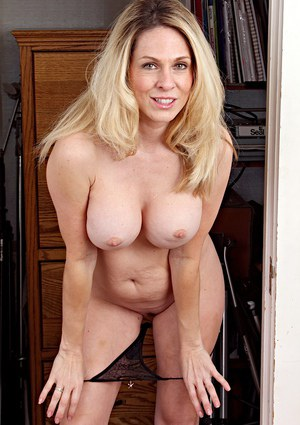 Mature Babes Pictures