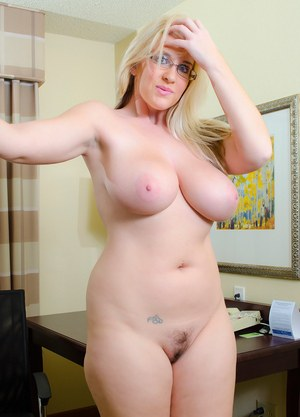 sexyhott naked fat woman