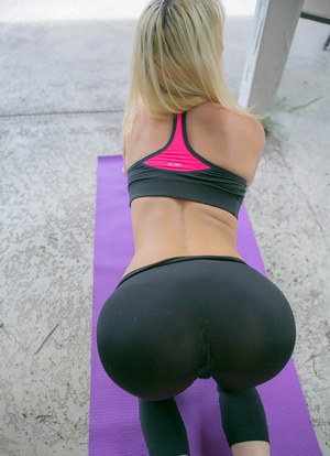 Spandex yoga pants in hot girls