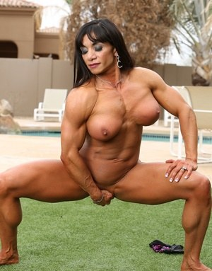 Especial. nude female bodybuilder lifting